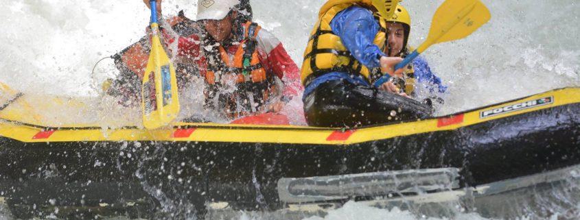 Rafting sotto la pioggia