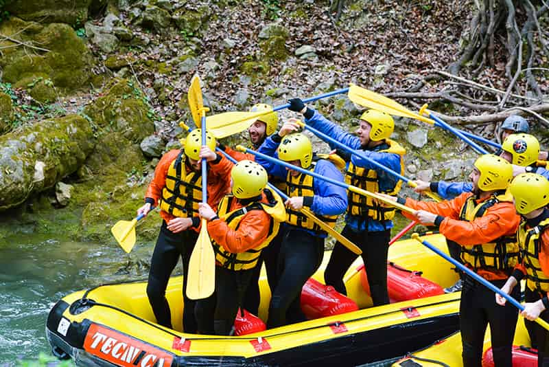 gran divertimento durante rafting in umbria
