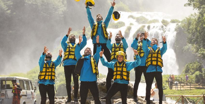 Davanti la cascata prima della discesa in rafting