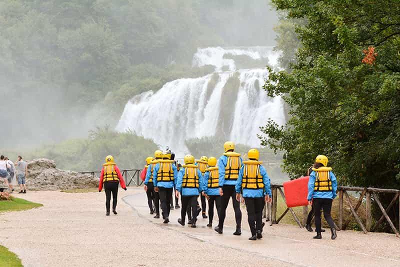 prima di iniziare rafting davanti alla cascata delle marmore in umbria