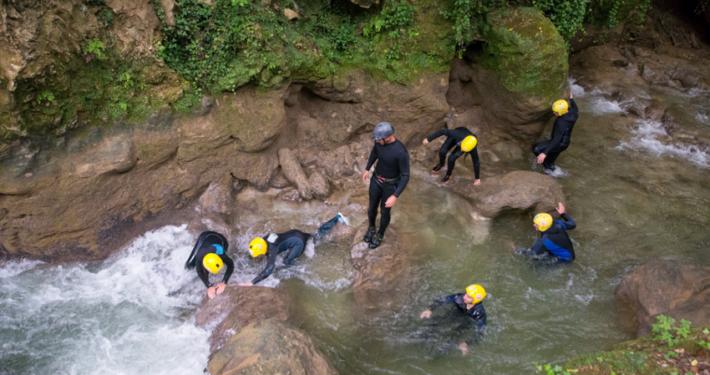 river walking attivita per famiglie e bambini