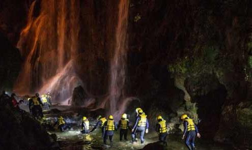river walking di notte sotto la cascata della marmore