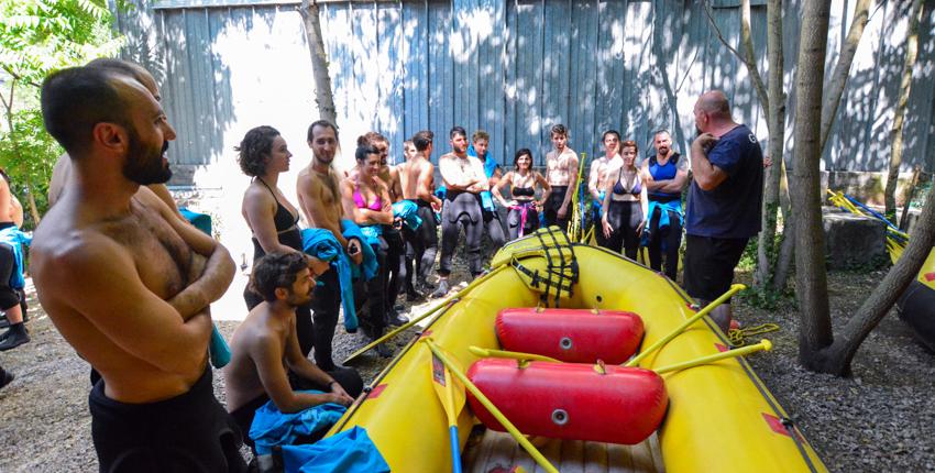 Lezione di teoria a Rafting Marmore